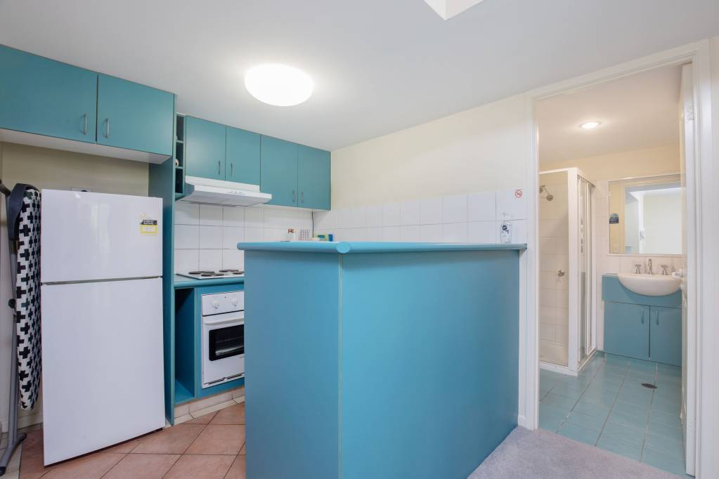 Surfers Beach Resort One - 1 Bedroom Air Conditioned Apartment